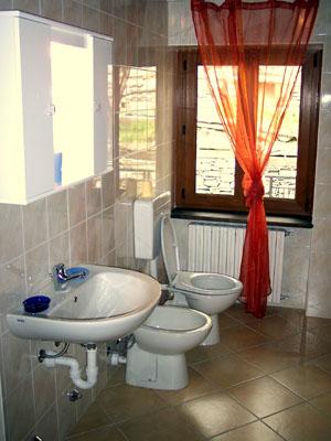 ferienwohnung oberitalienische seen einrichtung casa claudia ferienwohnungen comer see. Black Bedroom Furniture Sets. Home Design Ideas